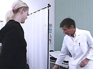 Doctor Doktor fickt seine Patientin