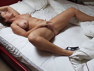 Cum in Mouth Very Hot Bodied Beautifull Milf Orgasms