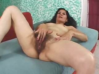 Mexican Bushy Bexxy is filmed for her brasa madura being poked