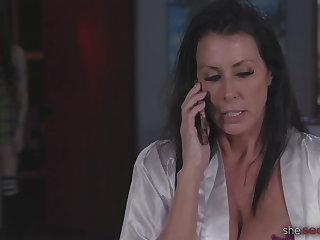 Cunnilingus My Stepmom is Having An Affair: Alex De LA Flor, Reagan Foxx