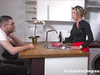 Dutch Geile huisvrouwtje wil pik!