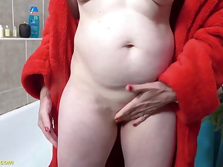 Amateur 72 years old mom prolapse her pussy